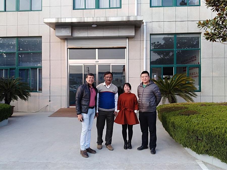 Индија, клиент посети нашата компанија да нарачате WPC машина