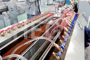 מכונת ווד פלסטיק WPC מכונת פרופיל PVC WPC