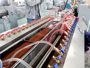 Unika Trä Plast WPC maskin trä plast maskin - Kina Qingdao Hegu Wood-Plast FC-64
